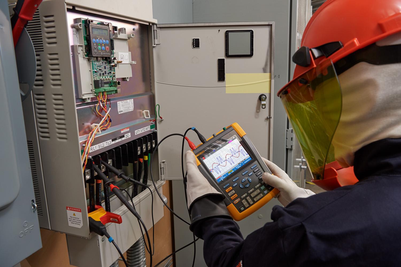 Determina las afectaciones eléctricas ocasionadas por los variadores de velocidad por medio de equipos de medición de alto desempeño.